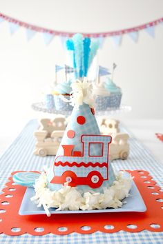 This train birthday theme is perfect for a young boy. I love the simple shapes and colours. What about serving up food in a actual toy train sprayed pastel blue?