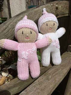 Ravelry: Project Gallery for Rainbow Babies pattern by Jean Greenhowe - Knitting Teddy Bear Knitting Pattern, Barbie Knitting Patterns, Baby Booties Knitting Pattern, Knitted Doll Patterns, Baby Hats Knitting, Baby Patterns, Free Knitting, Knitted Dolls Free, Knitted Bunnies