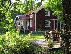 Torpstuga i St Anna - uthyrning Scandinavian Cottage, Swedish Cottage, Red Cottage, Swedish House, Cottage Homes, Garden Cottage, Cottage Style, Forest Cottage, Norway House