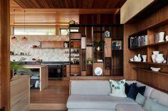 Jewel on the hill: The Knoll Megan Edwards, Usonian House, Amsterdam Houses, Floor Slab, Clerestory Windows, Teak Dining Table, Stone Cladding, Built In Bench, Tile Design