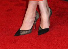 Pin for Later: An diesen Stars sehen die Kleider besser aus, als an den Models auf dem Laufsteg Hailee Steinfeld's Schuhe Hailee zeigte Haut - dank ihrer Schuhe! Die Schauspielerin trug ein sexy Paar d'Orsay Pumps aus Spitze des italienischen Labels Aquazzura.