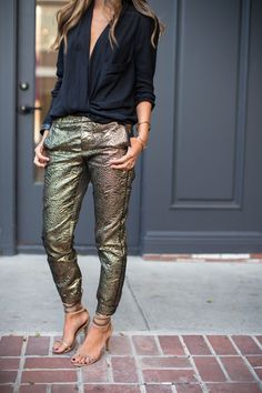 Shimmy Shimmy Gold Pants - Song of Style - Love this look! Fashion Mode, Look Fashion, Womens Fashion, Fashion Clothes, Fashion Jewelry, Jeans Fashion, Fashion Menswear, Lifestyle Fashion, Office Fashion