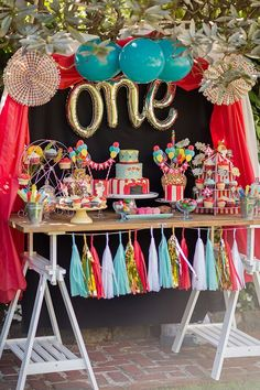 The pièce de résistance...! A perfectly fitting Circus Themed First Birthday Party for Twins. Photos by Amy Anderson.