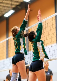 Girls Volleyball Shorts, Volleyball Poses, Volleyball Uniforms, Female Volleyball Players, Volleyball Pictures, Women Volleyball, Beach Volleyball, Teen Girl Poses, Beautiful Athletes