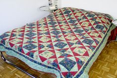 Marvellous Bedspread Quilt, Romantic Bedspread Quilt, Double Bed Cover Quilt, Green Bed Cover Quilt, Cottage Chic Quilt, Farmhouse Bed Cover von SolvejgMayerQuilts auf Etsy Double Bed Covers, Double Beds, Green Bed Covers, Floral Bedspread, Farmhouse Bed, Green Bedding, Cottage Chic, Machine Quilting, Bed Spreads