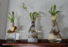 Diy - PAP - Decoração de 3 garrafas (vidro) com barbante, flor de juta e...