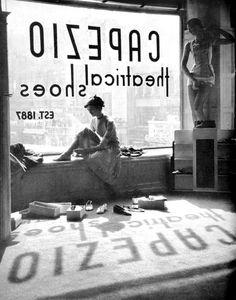 Lisa Larsen, Fitting Shoes, 1949