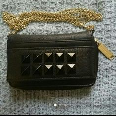 Last chance! New Steve Madden crossbody clutch New without tag Never used. Wallet/crossbody. Please Not the Size of the Wallet is the Size of the iphone. Gold long chair that's detachable 3 card slots And a clear side for your iphone. Steve Madden Bags Crossbody Bags