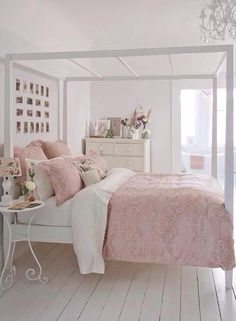 Simple bedroom, light pink bedroom.