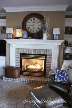 Love how the molding matches the mantel.  Simple and perfect