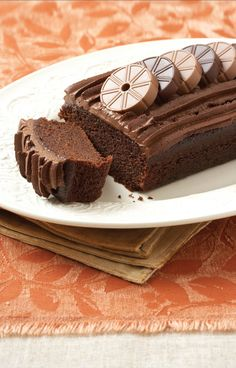 Moist and easy to make. Use a bread tin of about 18 cm Buttermilk Chocolate Cake, Nutella Banana Bread, Chocolate Sweets, Chocolate Recipes, Yummy Treats, Delicious Desserts, Sweet Treats, Strudel, Baking Recipes