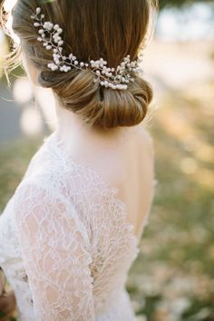 Wedding dress and hairstyle idea; Featured Photographer: Heart and Sparrow Photography
