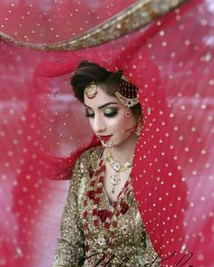 Pakistani Bridal Dresses 2018 - Latest Mehndi, Barat & Walima Dresses for Bride on Wedding Day - Conventional dressing for brides includes Gharara and Lehen Bridal Dresses 2017 Pakistani, Bridal Dresses 2018, Pakistani Bridal Makeup, Bridal Outfits, Bridal Dupatta, Wedding Dresses, Bride Photography, Indian Wedding Photography, Desi Wedding