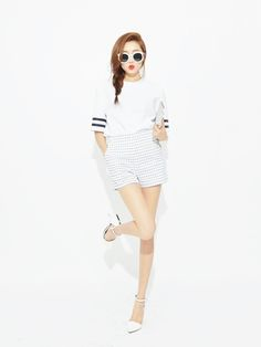 Upgrade your summer wardrobe with pieces of white! As sales are at full bloom, it's a wonderful time to buy some summer whites. Korean Street Fashion, Asian Fashion, Style Me, Cool Style, Asian Style, Summer Wardrobe, Fashion Looks, Cute Outfits, Street Style
