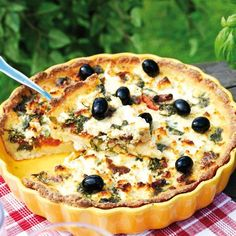 En vegetarisk, lite magrare paj som passar lika bra på buffébordet som ensamrätt. Muesli, Vegetable Pizza, Quiche, Feta, Baking Recipes, Smoothies, Food And Drink, Snacks, Vegetables