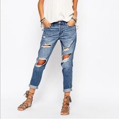 Hollister boyfriend jeans Hollister boyfriend lightly distressed never worn bought from another posher too big for me very cute! Size 26 Highway Jeans Jeans Boyfriend