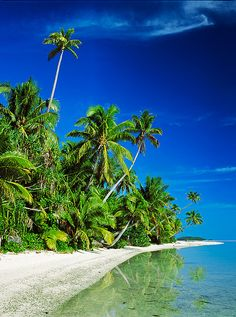 One Foot Island Aitutaki Lagoon The Cook Islands. I was here in 2000 for honeymoon. Most Beautiful Beaches, Beautiful Places, St Thomas Beaches, Places To Travel, Places To Go, Travel Destinations, Islas Cook, Cook Islands, Fiji Islands