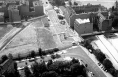 akg-images -Berlin Wall, Chausseestr. Border Crossing / Aerial View 1981Berlin, Berlin Wall. (Built from 13th August 1961, demolished on 9th December 1989).  Chausseestrasse / Liesenstrasse border crossing, Berlin-Wedding / Mitte.  Aerial view, 1981.Mick Leeming