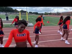 Cute Stomp and Shake cheers for sideline! Cheerleading Chants, Youth Cheer, Basketball Cheers, Cheer Workouts, Varsity Sweater, Cheer Coaches, Shake, Squad, Exercises