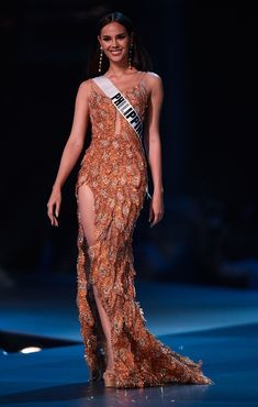 Miss Universo 2018 Catriona Gray - Filipinas anos - cm) Gala Dresses, Nice Dresses, Formal Dresses, Miss Universe Dresses, Miss Universe Philippines, Grey Fashion, Fashion Outfits, Miss Mundo, Alena Shishkova