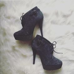 """Top Shop booties sz: 38/8 To die for TopShop boots navy blue sz: 38/8. Worn twice before my pregnancy, still like brand new condition!!! Platform measures 1.3"""", heel measures 5.5"""". No trades, please do not ask or your comment will be ignored!!! Topshop Shoes"""