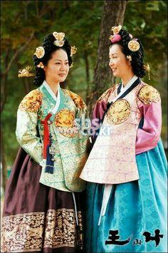 Korean Hanbok, Korean Dress, Korean Outfits, Korean Traditional, Traditional Dresses, Free Korean Movies, Korean Beauty, High Fashion, Asian