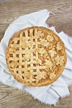 Köstlicher Gedeckter Apfelkuchen mit herbstlichen Mürbteigmotiven von Sweets and Lifestyle