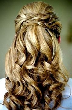 I like this hair for everyday. not so curly but I like the braid part #BunHairstylesHalf