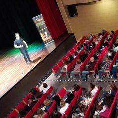 Hoy en Arucas 170 personas nos han escuchado ... Mañana cuarta conferencia en Vecindario. Inscribete en caminaporelfuego@gmail.com  #caminaporelfuego #laingarciacalvo #tucambioempiezahoy #firewalking  www.caminaporelfuego.com