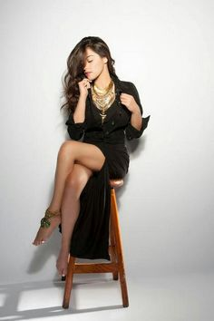 Maite Perroni is my new latina Beautiful Legs, Beautiful Women, Divas, All Black Dresses, Stunning Brunette, Mexican Actress, Maxi Romper, Actrices Hollywood, Foto Art