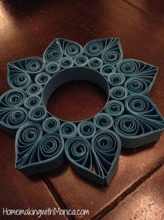 (Foto: homemakingwithmonica.com) Quilling Jewelry, Arte Quilling, Origami And Quilling, Paper Quilling Designs, Quilling Paper Craft, Paper Crafts Origami, Quilling Patterns, Ideas Origami, Rolled Paper Art