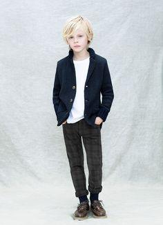 Chaqueta azul marino, pantalón a cuadros y básica blanca para niño. Encunetra la Moda de @· ZARA · en el Centro Comercial El Saler/ ZARA Kids - Lookbook November