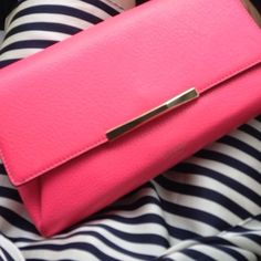 Kate Spade ||  crossbody/clutch purse Brand new✨ Very roomy. Can be a clutch or crossbody with it's detachable chain strap. Something to carry it around on a date nite or nite out with friends.    🎁Could be for gift ideas🎁  ❌NO trades ❌NO PayPal  👍🏼Bundle to get discount 💰Please use OFFER option Kate Spade Bags Crossbody Bags