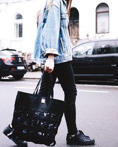 Casual Denim Look by @hannahliza  Shopper: YOSHI by #miyabloom  www.bags-brands.de #bagsandbrands #shopper #streetwear #casualstyle #streetstyle #fashion