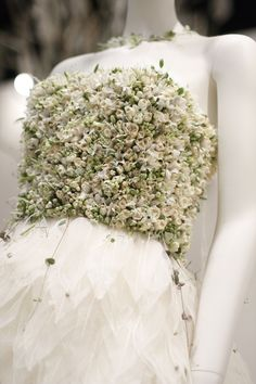 picturer of floral wedding dress made from real flowers by Zita elze Moda Floral, Arte Floral, Real Flowers, Beautiful Flowers, Singapore Garden, Floral Fashion, Floral Hair, Vintage Bridal, Flower Dresses