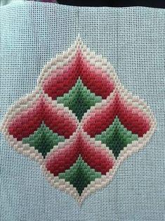 rose au bargello avec bordure ouvrageé ile ilgili görsel sonucu