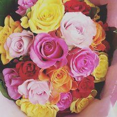 HELLO ! Une bonne dose de fleurs, tout en couleurs, pour démarrer la journée de bonne humeur <3 ! #motivation #mercredi #morning #fleurs #flowers #flowerstagram #couleurs #colorful #bouquet #multicolored #roses #happy #flowerlover #flowerpower #goodmood #hello #wednesday #instafleurs #interflora #interflorafrance #livraison