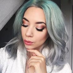 Who knew green roots could look this good? | 17 Stunning Pictures That Will Make You Want To Dye Your Hair