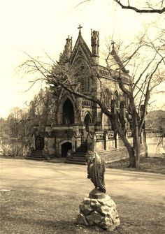 Unbelievably, this is a family mausoleum - Dexter Mausoleum in Spring Grove Cemetery, Cincinnati OH. Sadly, although large and fancy, it is made of sandstone and is decaying. Cemetery Headstones, Old Cemeteries, Cemetery Art, Graveyards, Haunted Places, Abandoned Places, Cincinnati, Spring Grove Cemetery, Old Churches