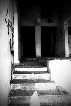 Abandoned house in PV by missnbiss, via Flickr