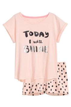 Pyjamas in cotton jersey. Top with short sleeves with sewn-in turn-ups and a print motif on the front. Short patterned shorts with an elasticated drawstring Pyjamas, Cozy Pajamas, Girls Pajamas, Teen Pjs, Cute Pajama Sets, Cute Pjs, Cute Pijamas, Tartan Pants, Cozy Outfits