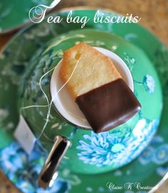 Tea bag biscuits make the perfect gift, special sweet treat or adorable edible place setting - delicious tea bag shaped cookies dipped in chocolate - yum! Tea Bag Cookies, Chocolate Dipped Cookies, Tea Biscuits, High Tea, Tray Bakes, Afternoon Tea, Cookie Recipes, Sweet Tooth, Sweet Treats