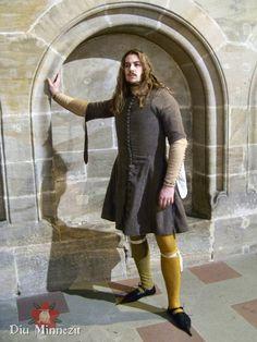 Renaissance Clothing, Medieval Fashion, Historical Clothing, Medieval Costume, Medieval Art, 14th Century Clothing, Middle Age Fashion, Mens Garb, Back Up