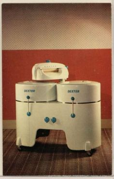1950's Dexter double tub wringer washer ... Mom had one of these until the early 70's Vintage Room, Vintage Antiques, Antique Washing Machine, Vintage Kitchen Appliances, Old Stove, Vintage Stoves, Art Nouveau, Vintage Laundry, Household Chores