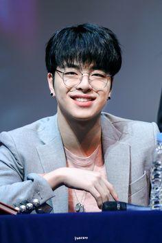 Because for me you're so pretty In the end we became friends (bestfri… Kim Jinhwan, Chanwoo Ikon, Hanbin, Yg Entertainment, Bobby, Rhythm Ta, Yg Artist, Ikon Member, Ikon Kpop
