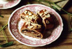 Perníkový závin s povidly a ořechy , Foto: Kitchen Story Sweet Treats, Pudding, Desserts, Recipes, Food, Tailgate Desserts, Sweets, Deserts, Candy