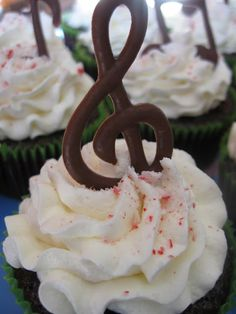 chocolate music note on red velvet cupcakes