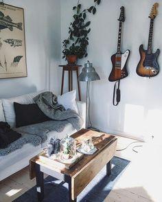 Björnarna har fått flytta på sig till förmån för gitarrer