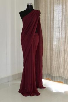 * Saree Fabric: Georgette * Saree Color: Maroon * Saree Length: M * Blouse Fabrics: Georgette * Blouse Color: Maroon * Blouse Length: 1 M * Blouse Inner : Yes * Look: Designer Saree * Wash Care: First Wash Dry Clean * Delivery Chiffon Saree, Satin Saree, Silk Sarees, Plain Georgette Saree, Red Saree Plain, Sari Bluse, Maroon Saree, Modern Saree, Saree Trends