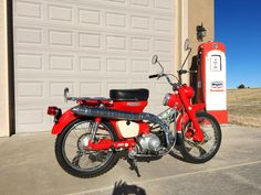 1968 Honda is a 4 stroke single cylinder Trail bike. 4 speed with Auto Clutch. First Honda with Sub Transmission offering 2 speed ranges. Vintage Honda Motorcycles, Cars And Motorcycles, Japanese Motorcycle, Urban Bike, Bike Trails, Vintage Japanese, Ranges, Motorbikes, Range
